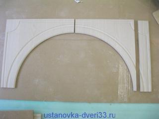 Распиливаем правую деталь свода арки вдоль. Установка дверей во Владимире.