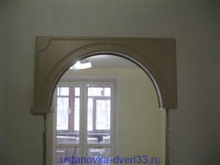 Приклеиваем вторую сторону свода, проследив, чтобы пластина попала в паз. Установка дверей во Владимире.