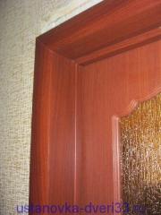 Фрагмент коробки с добором и наличником. Установка двери Владимир.