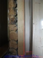 Проверка уровня стены. Установка дверей во Владимире и области.