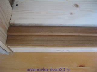 Проверка соотвествия ширины ступеньки порога и ширины коробочного бруса. Установка дверей во Владимире и области.