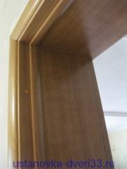 Стык дверной коробки, откосов и наличников. Установка дверей во Владимире и области.