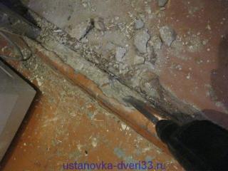 Удаление бетонного порога. Установка дверей во Владимире.