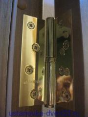 Дверная петля на коробке выдвинута на 2мм. Установка дверей во Владимире.