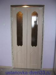 Установленный в проем дверной блок. Установка дверей во Владимире.