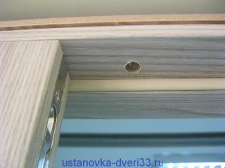 Сквозное крепление верхнего коробочного бруса. Установка дверей во Владимире и области.