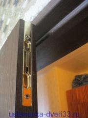 Фото установленного ригеля. Установка дверей Владимир.