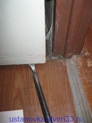 Снимаем старую дверь с петель. Установка дверей во Владимире и области.