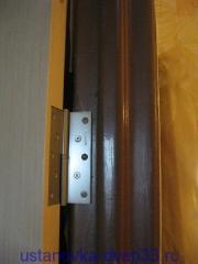 Навешиваем дверь на петли в металлической коробке. Установка дверей во Владимире и области.