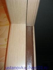 Облагороженный доборами и наличниками дверной проем металлической коробки. Установка дверей во Владимире и области.