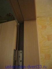 Облагороженный доборами и наличниками дверной проем металлической коробки.Установка дверей во Владимире и области.