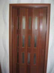 Дверь-гармошка остекленная. Установка дверей во Владимире и области.