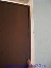 Выставляем ответную сторону дверной коробки по притвору. Установка дверей во Владимире