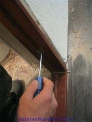 Регулируем зазоры при помощи чёпиков и саморезов. Установка дверей во Владимире