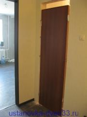 Дверной блок выставлен в проеме по уровню. Установка дверей во Владимире