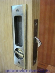 Вид установленного замка двери-купе изнутри. Установка дверей во Владимире.