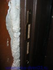 Ответная планка замка на своем месте. Установка дверей во Владимире.
