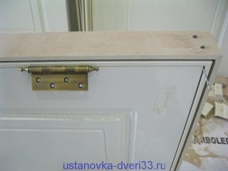 Отмечаем петли на коробке. Установка дверей во Владимире.