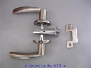 Стандартная защёлка с металлическим язычком. Установка дверей во Владимире.