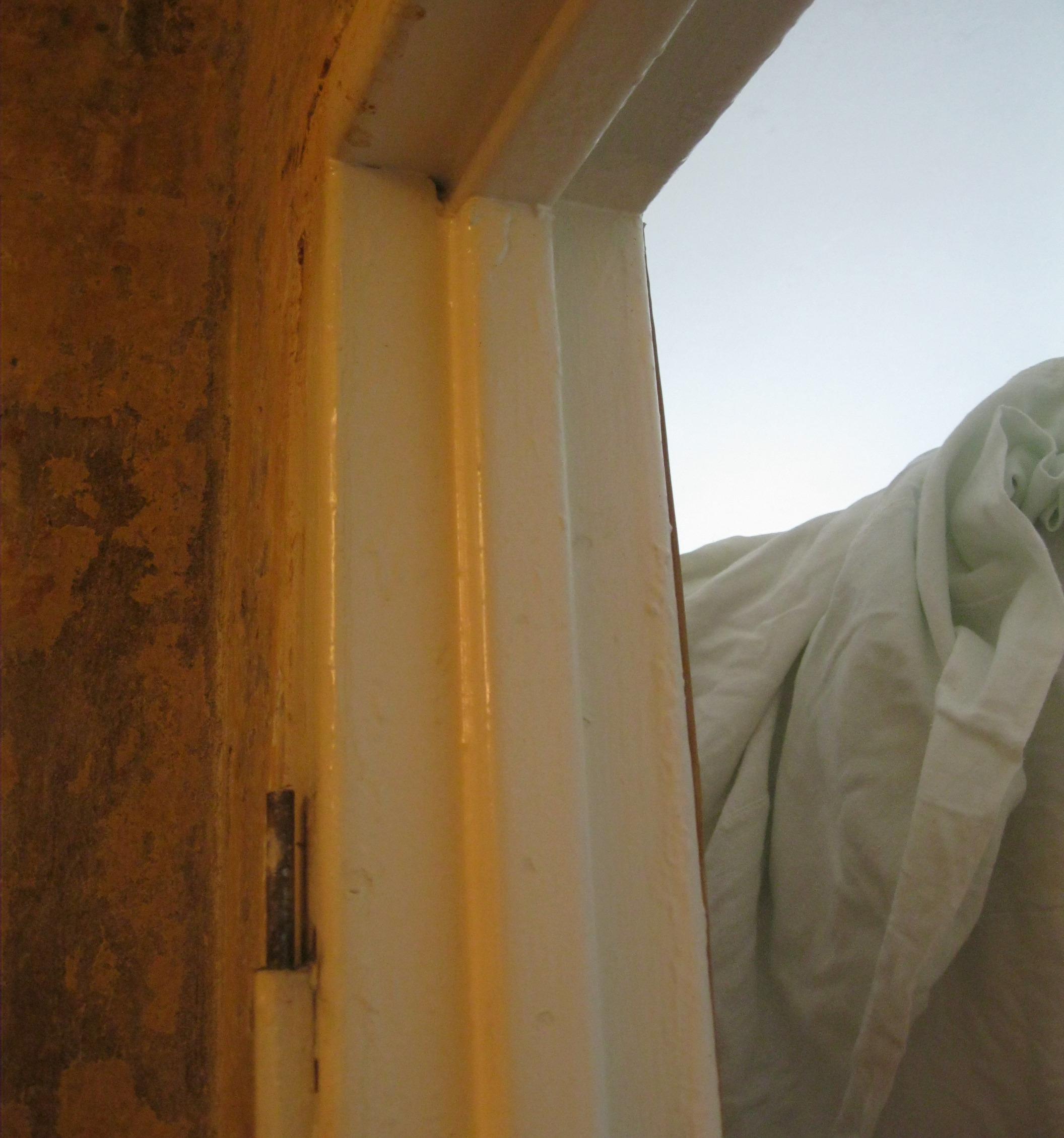 Установка дверей во Владимире. Удаление старой металлической дверной коробки.