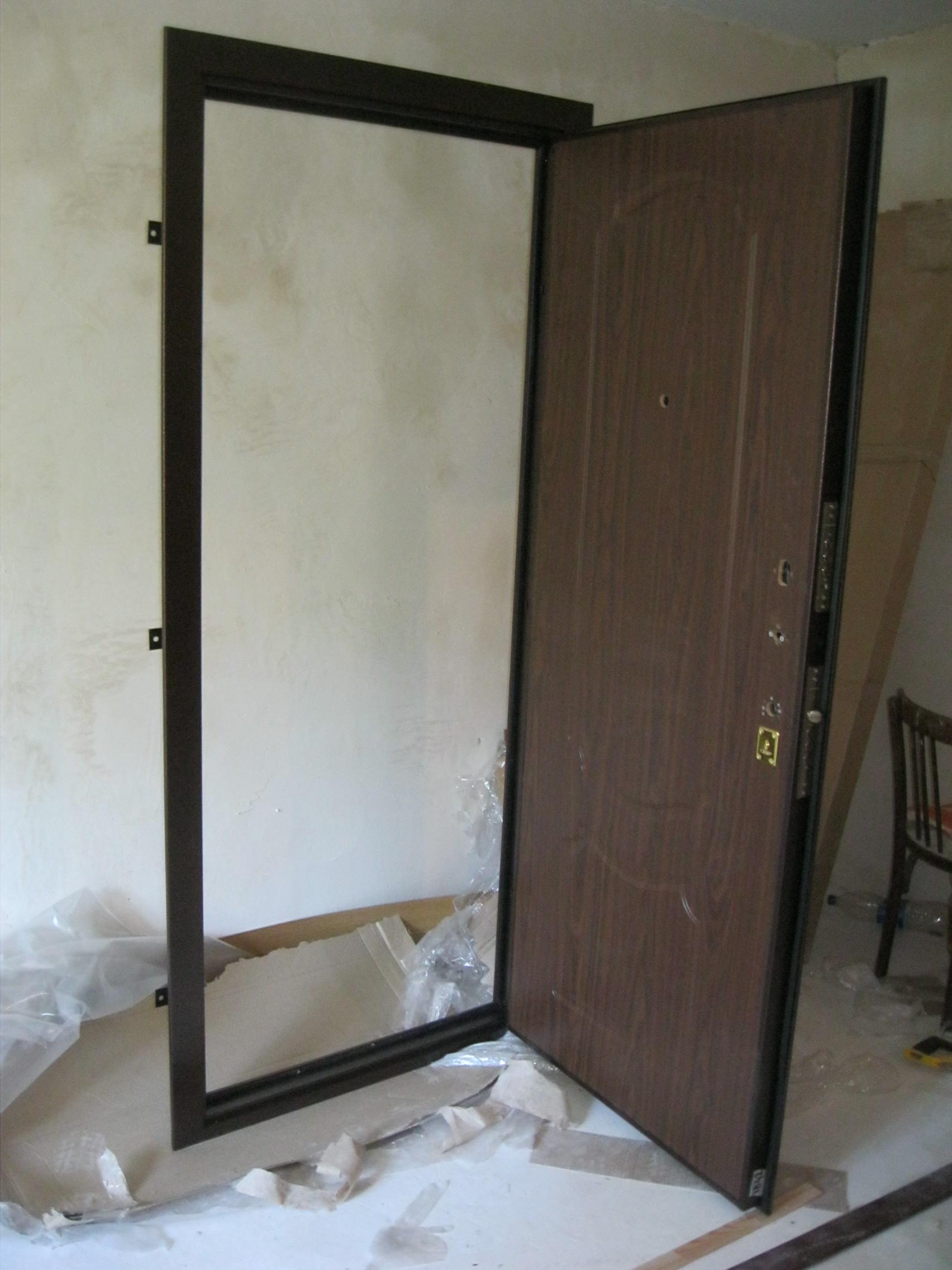 Установка входной металличсекой двери. Установка дверей во Владимире.