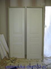 Двери и фрагменты коробок к ним. Установка дверей во Владимире.