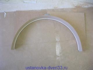 Вставляем пластину в паз свода арки, предварительно залив туда клей. Установка дверей во Владимире.