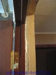 Установленная дверная коробка без добора. Установка двери Владимир.