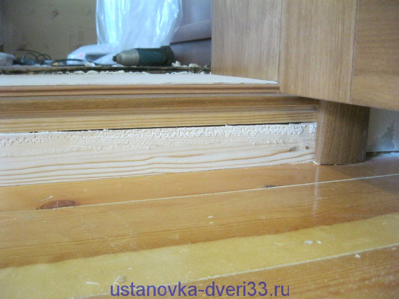 межкомнатные двери в деревянном доме фото порог