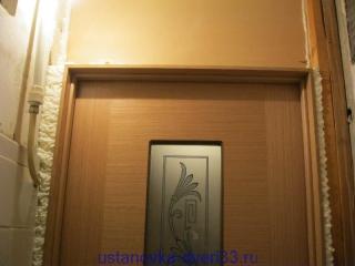 Вид проема над дверью изнутри. Установка дверей во Владимире.