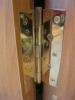 Вид петли на установленной двери. Установка дверей во Владимире