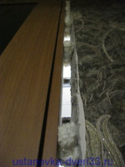 Точечная запенка со стороны притвора. Установка дверей во Владимире.
