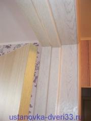 Стык дверной коробки, доборов и наличников, выполенный профессионалом. Установка дверей во Владимире.