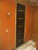 Установленный дверной блок, запенка швов. Установка дверей во Владимире.