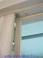 Фрагмент двери с нащельником. Установка дверей во Владимире и области.