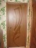 Установленная шпонированная дверь. Установка дверей Владимир
