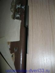 Отметка положения петель на металлической коробке. Установка дверей во Владимире и области.
