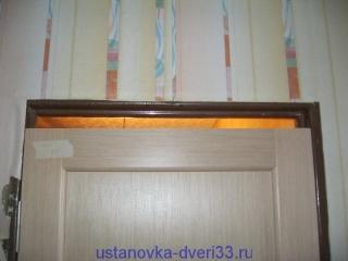 Проем над дверью в металлической коробке. Установка дверей во Владимире и области.