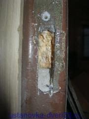 Выборка под ответную планку в металлической коробке. Установка дверей во Владимире и области.