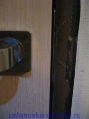 Ручка защелка и ответная планка врезаны. Установка дверей во Владимире и области.