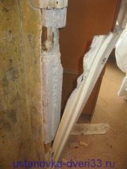 Железо не выдерживает давления и отсоединяется от бетонаУстановка дверей во Владимире