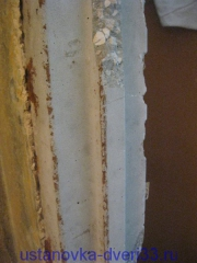 Бетонный порожек на месте металлической дверной коробки Установка дверей во Владимире
