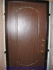 """Вид установленной металлической входной двери \""""Эстет\"""" с запенкой швов. Устанока завершена.Установка дверей во Владимире."""