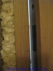 Отметки на коробочном брусе верха и низа язычка магнитного замка. Установка дверей во Владимире.