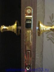Установка ручек врезного замка. Установка дверей во Владимире.