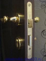 Врезной замок с личинкой. Установка дверей во Владимире.