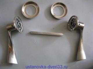 Раздельные (фалевые) ручки с круглой розеткой. Установка дверей во Владимире.