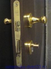 Большая защёлка с отверстием под личинку с ключом.Установка дверей во Владимире.
