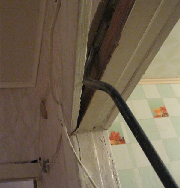Демонтаж старой дверной коробки. Установка дверей во Владимире.