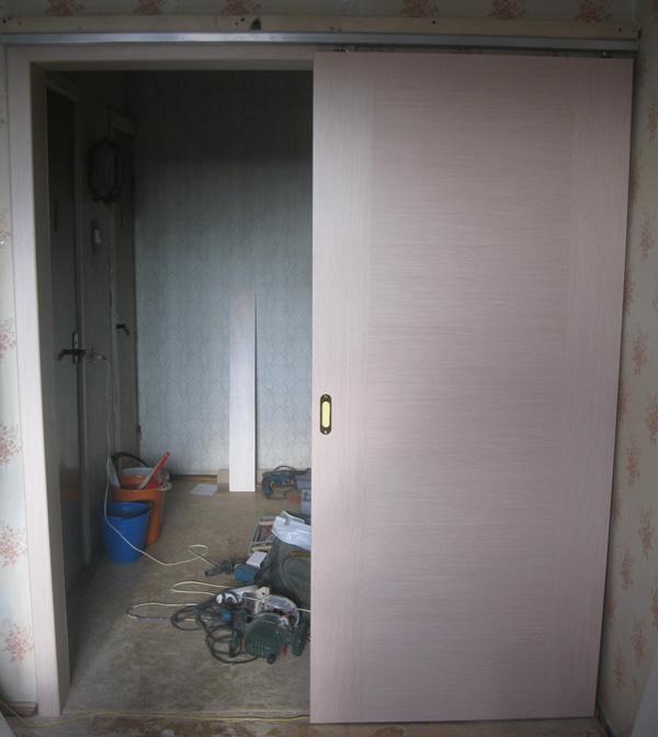 Ustanovka dveri-kupe